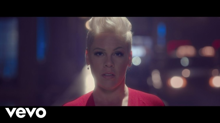 P!nk – Walk Me Home (Official Video)